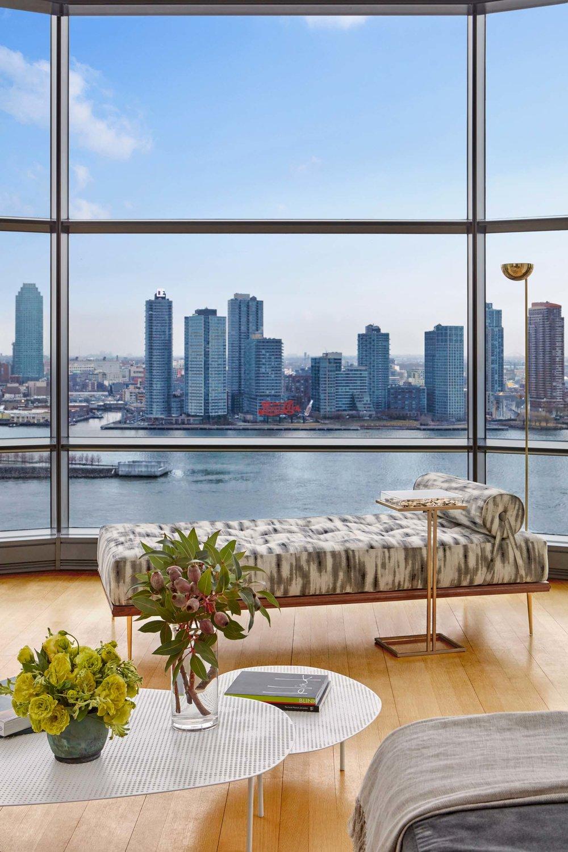 Jarret+Yoshida-Living Room With View 50UNP